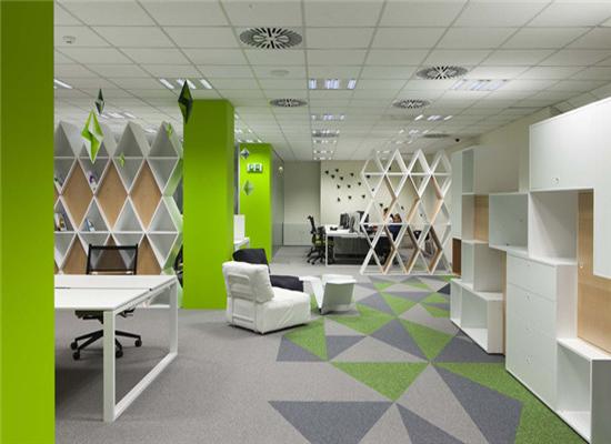 绿色主题办公室办公桌椅展示