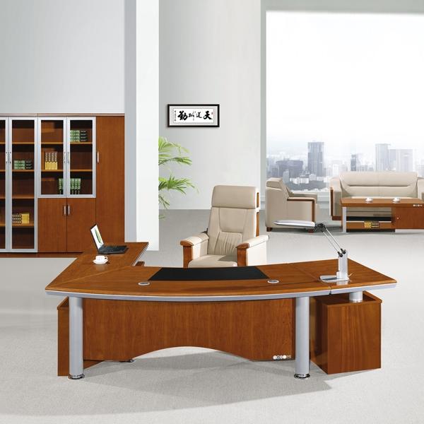 办公室家具大班台场景图片