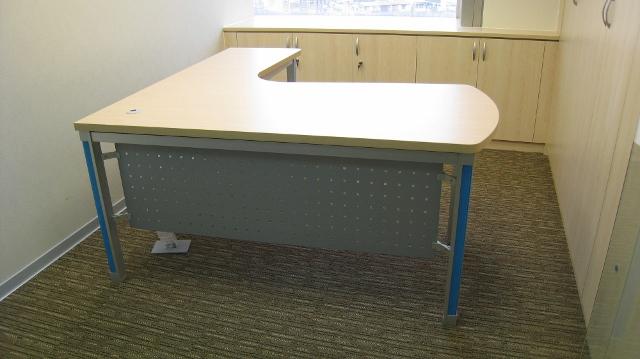 新型屏风办公桌